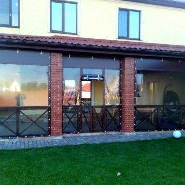 Входная дверь посередине секции - Мягкие окна Полтава